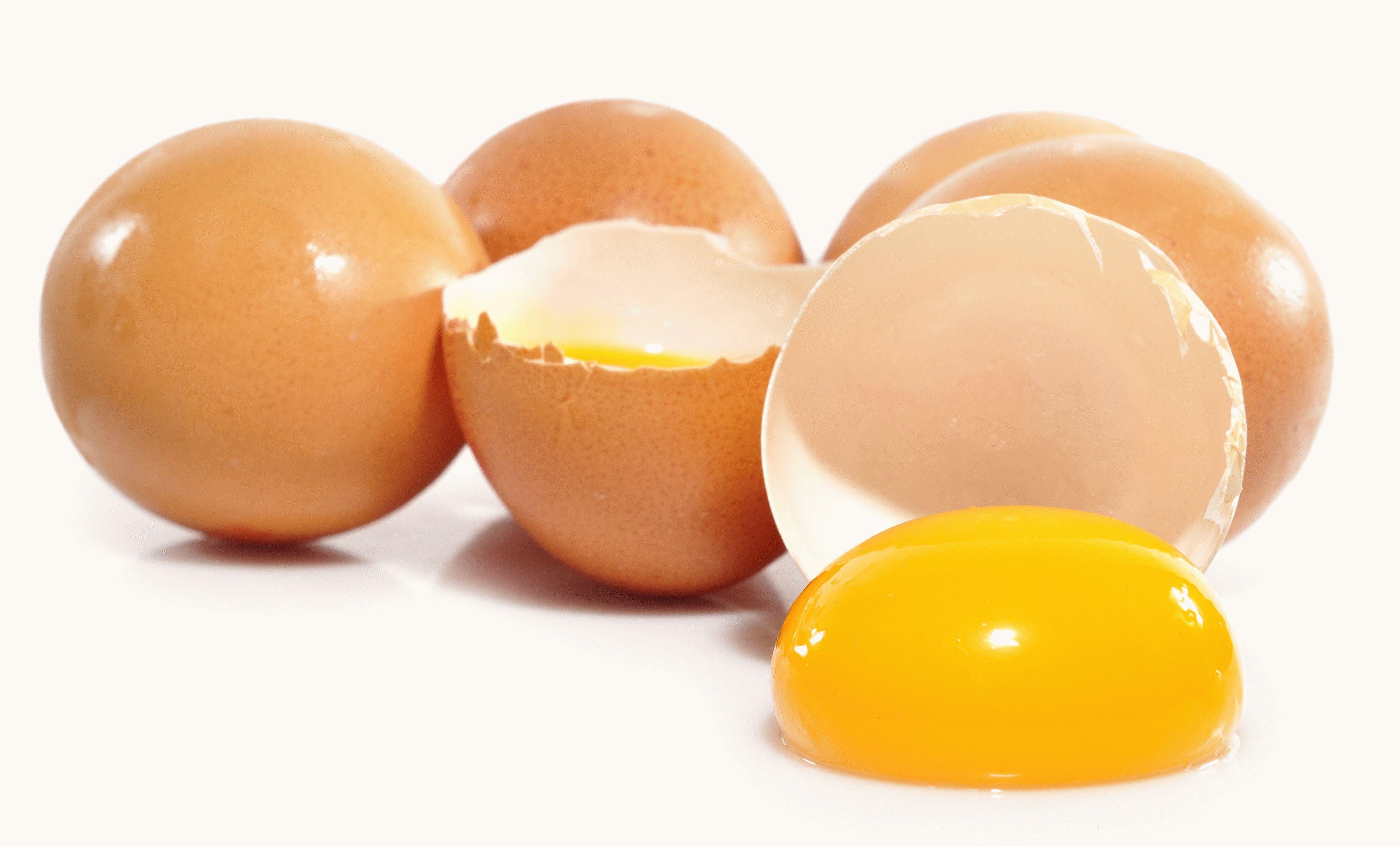 Yema de huevo crudo.