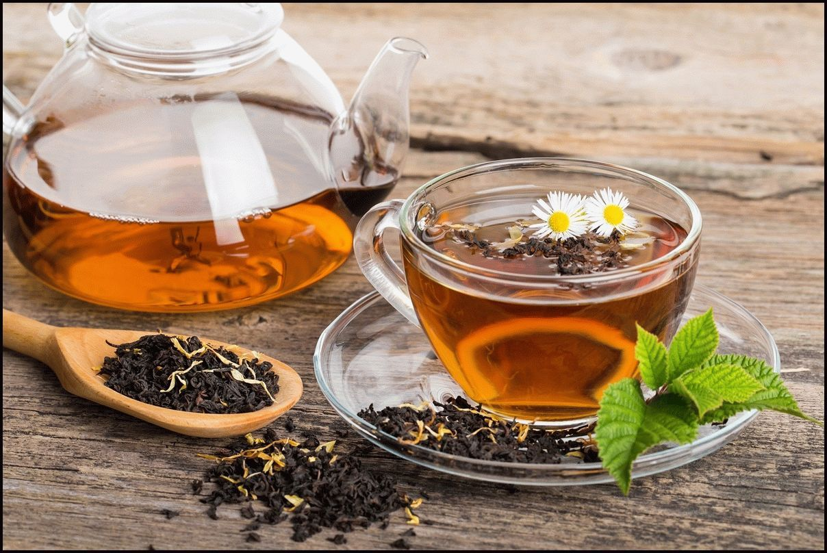 Black-tea-composition-with-mint-leaf-on-wooden-palette