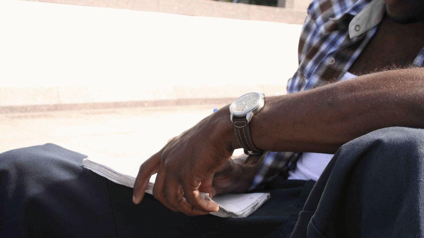 men-wear-watches-left-arm_1aff5847d8f3d379