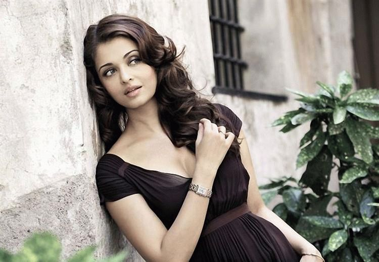 aishwarya-rai-sizzling-cute-pose-photo-shoot