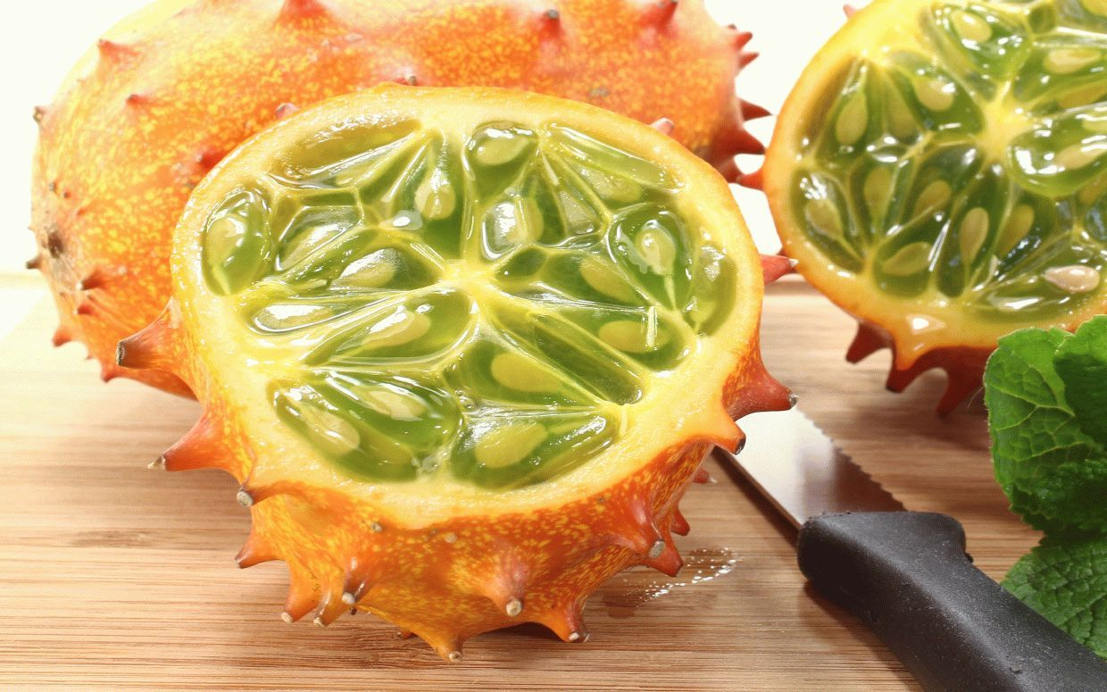 weird-delicious-fruits-kiwano-african-horned-cucumber-horned-melon-2