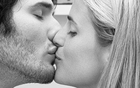 картинки с поцелуями с языком